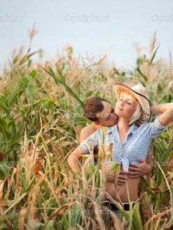 Having sex in cornfield