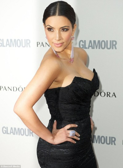 kim-kardashian-red-carpet-01