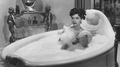 woman-in-bubble-bath-puff-600x337
